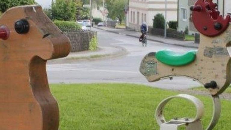 Neue Spielgeräte am Hüingser Dorfplatz