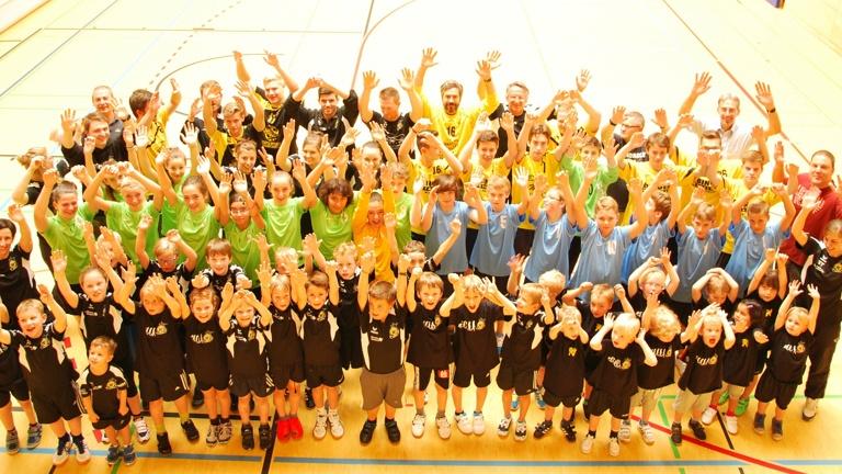 Einheitliches Outfit - Trainingsanzüge Handball Neckargemünd