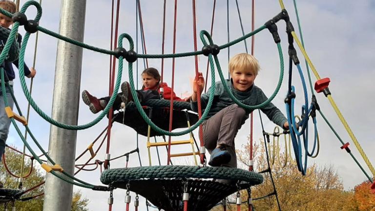 Königshof-Kinder klettern lassen!