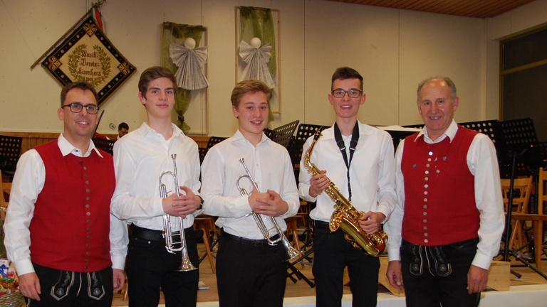 Neue Trachten Jungmusikanten
