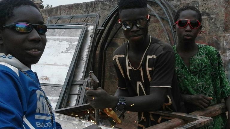 Generator für Ausbildungsbetrieb in Gambia