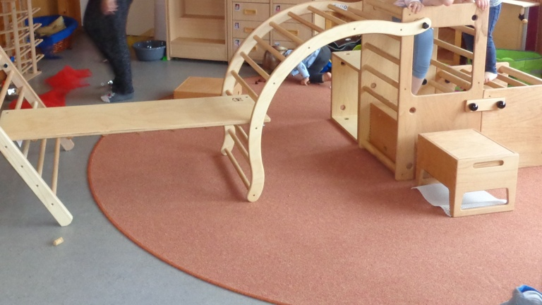 Pikler Möbel für die Kinder in der Kita Töpen