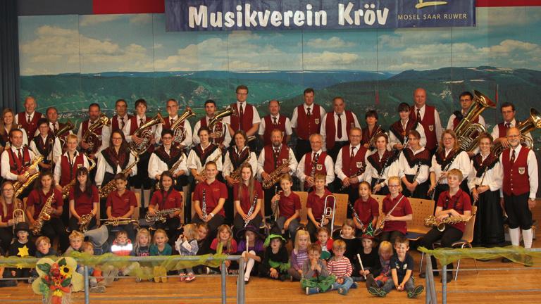 Neue Uniform zum Jubiläum des Musikvereins Kröv