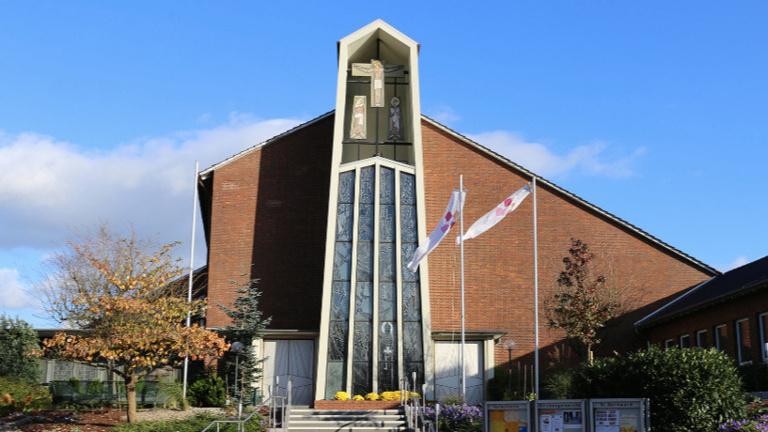Neue Fenster für die Pfarrkirche St. Bernward