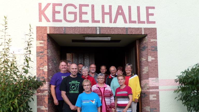 Neue Eingangstür für Kegelhalle in Arendsee