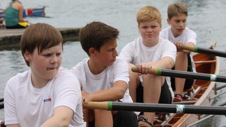 Volksbank: Ruderboot für das Schülerrudern