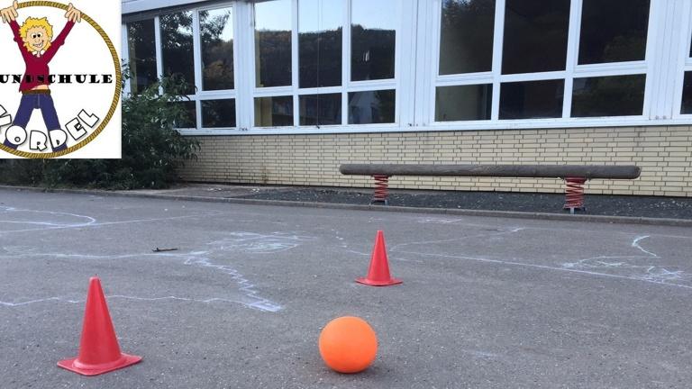 Mini-Fußballtore und Pausenspiele für die Hofpause
