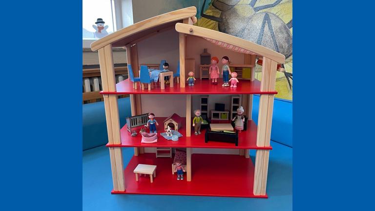 Neues Puppenhaus für unseren Kindergarten