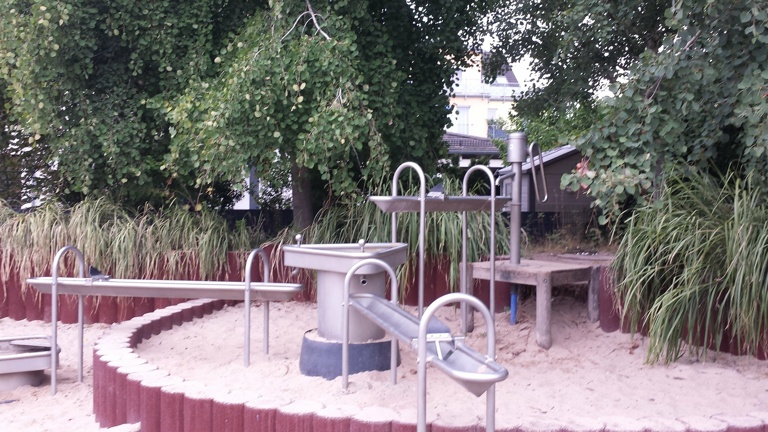 Ein Wasserspielplatz für die Juki-Farm