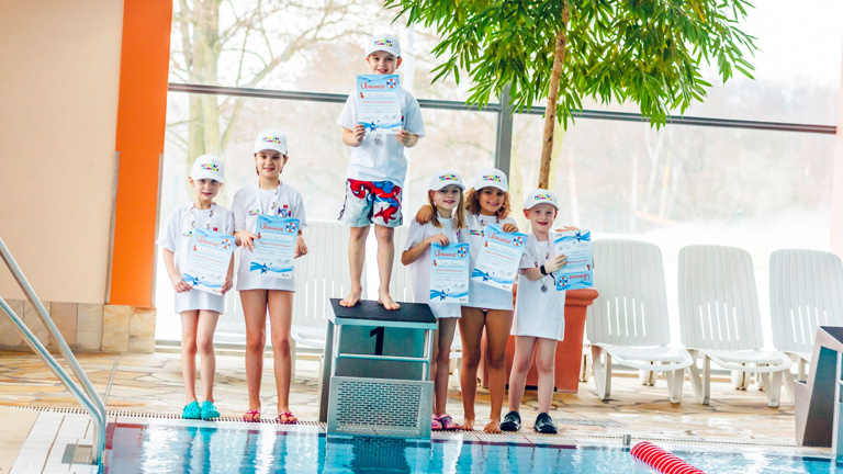 Kids auf Schwimmkurs
