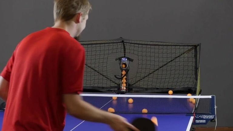 Beschaffung eines Tischtennisroboters mit Zubehör für das Jugendtraining