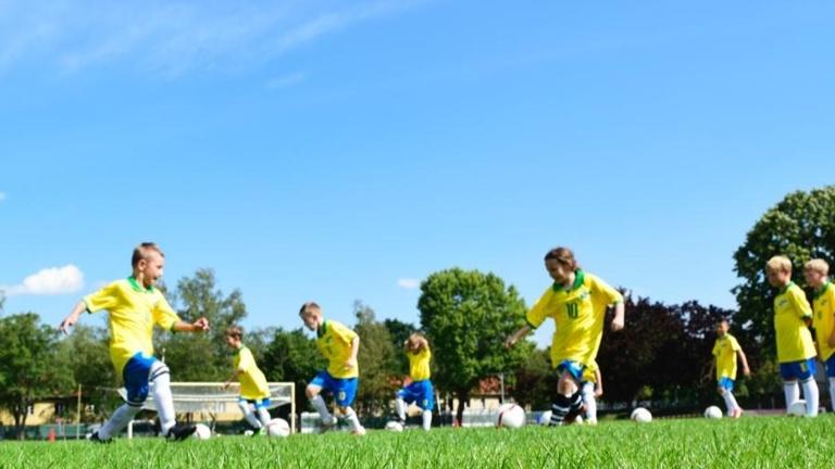 Brasilianisches Ferien-Fußballcamp für Kids