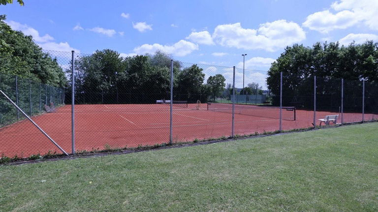 Sanierung von zwei Tennisplätzen