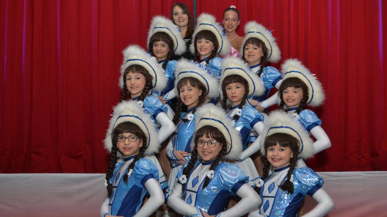 Neue Kostüme für die Tänzerinnen der Ri-Ka-Ge
