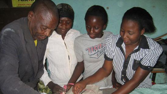Berufsausbildung für jugendliche Schulabbrecher in Kasese/Uganda