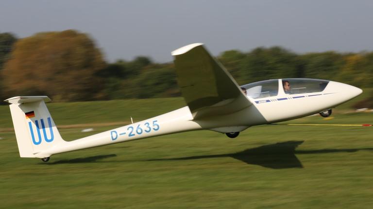 Das Schulungsflugzeug des Aeroclub benötigt ein neues Gewand