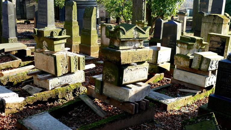 Rettung der historischen Grabsteine