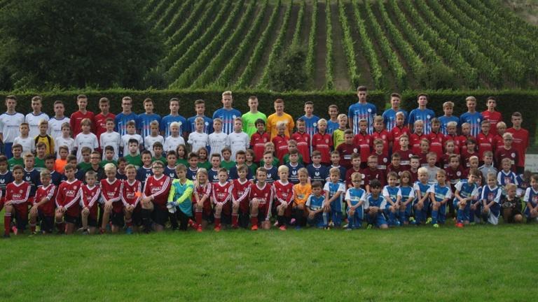 Trainingsanzug für alle Nachwuchskicker der JSG RUWERTAL (Bambinis - U19)