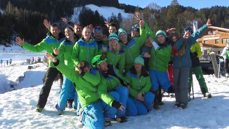 Neue Skianzüge für die Ski- und Snowboardabteilung
