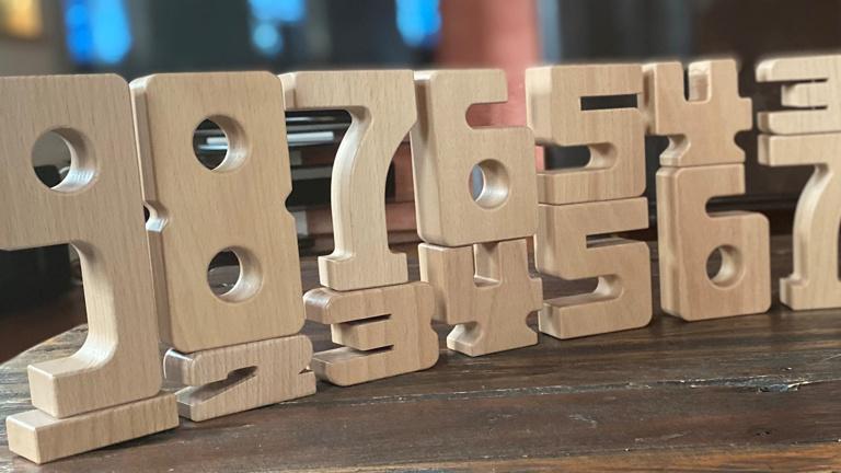 Zahlenbausteine aus Holz für die Mandauspatzen