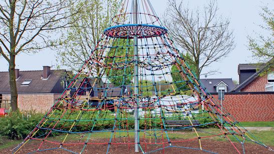 Spiel- und Kletterturm - Stadtschule -  Die Grundschule mitten in Alsfeld