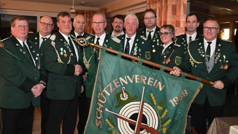 Vereinsfahne zum 100-jährigen Vereinsjubiläum
