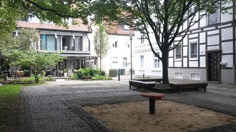 Rundbank Innenhof Grabenstraße