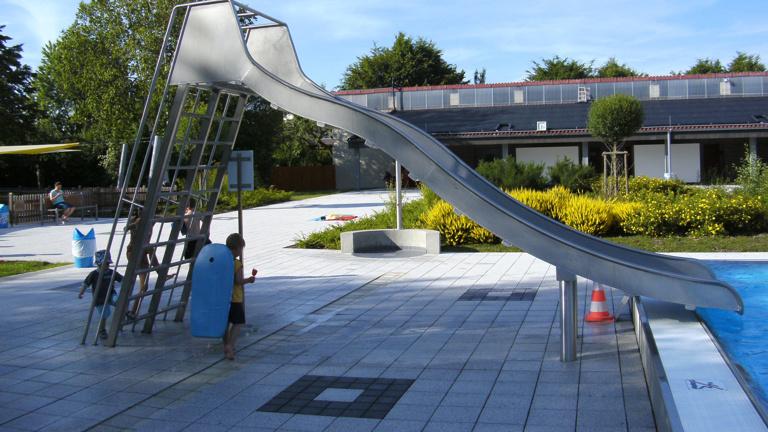 Wasserrutsche für das Freibad in Siedlinghausen
