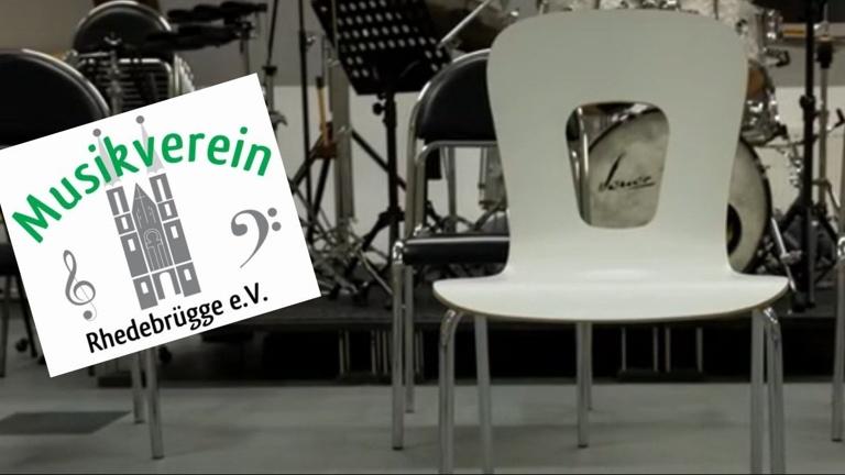 Neue Stühle für den Musikverein Rhedebrügge