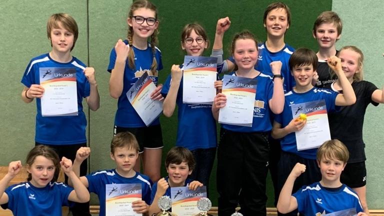 Neue Badmintontrikots für SC Blau Weiß Ostenland