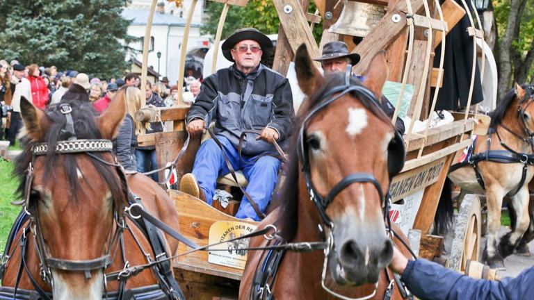 Friedensglockenguss für den Pferdetreck