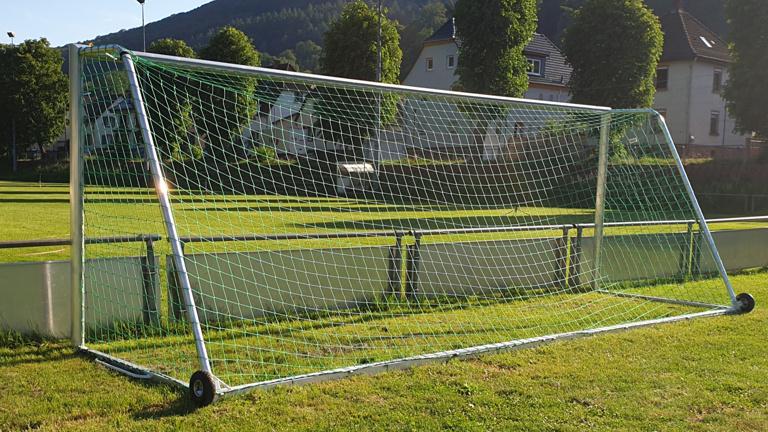 Neue Fußballtore und Netze