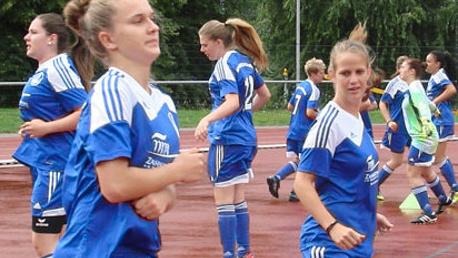 Frauen im Stadion, zukünftige Weltmeisterinnen aus Cochem?
