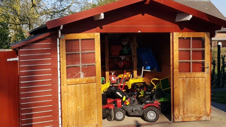 Neues Gartenhaus für Spielgeräte