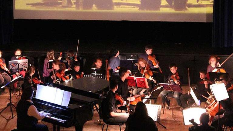 Musik für Stummfilme von Schülern