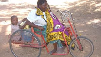25 Jahre Polio-Verein - 25 Rollstühle für Kenia