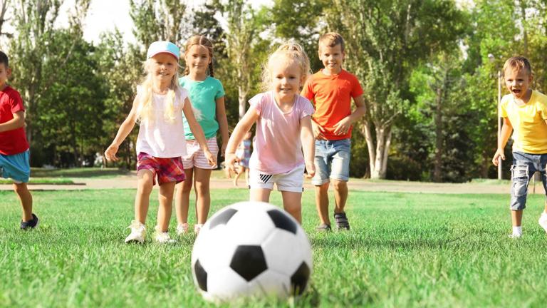 Bälle für leuchtende Kinder- und Sportleraugen