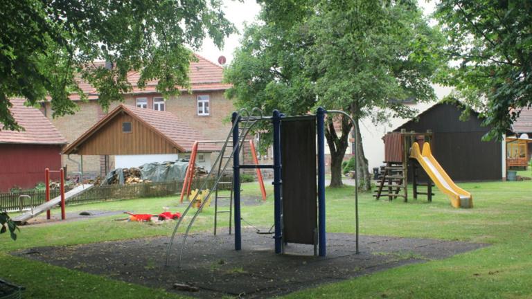 Sitzgelegenheit für den Spielplatz Donebach