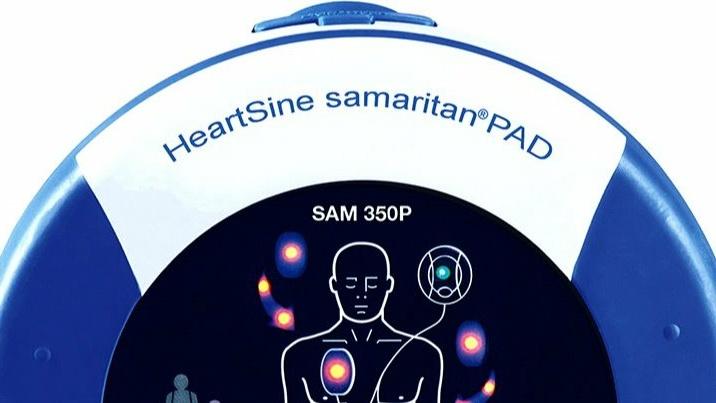 Herzflimmern-Defibrillatoren für den FC Sindlbach