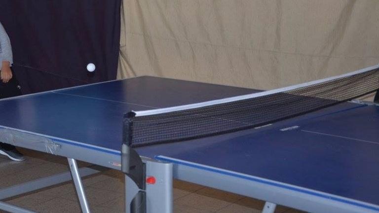 Tischtennisplatte und Kicker für das Ferienlager