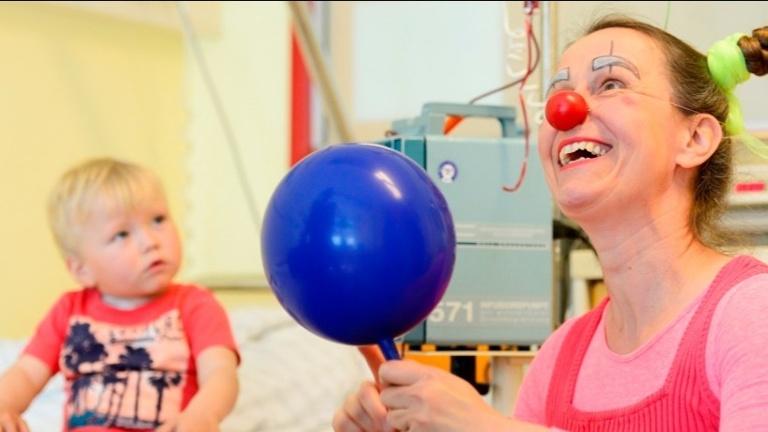 Lachen hilft - gemeinsam mit den Klinik Clowns