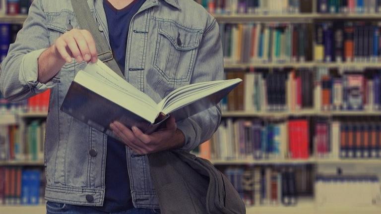 Funktionelle Ausstattung für Bücherei der Zukunft