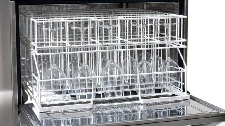 Gläserspülmaschine erleichtert Thekendienste