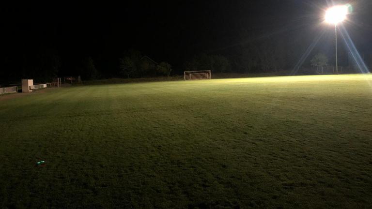 Es werde Licht: Neue Flutlichtanlage VSV Büchig