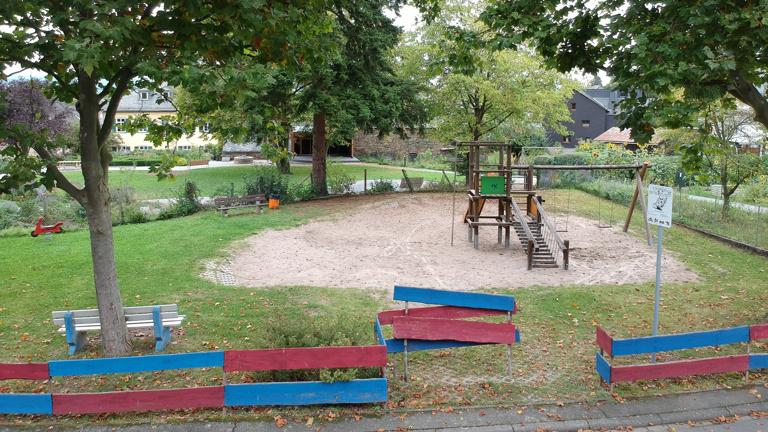 Erneuerung des Kinderspielplatzes in Bornich