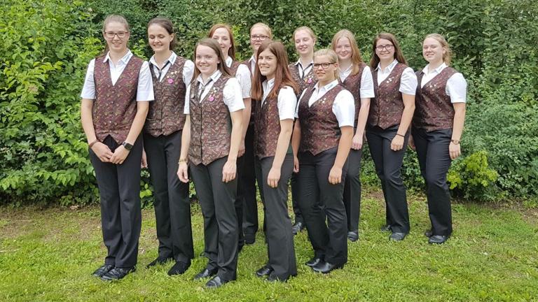 Neue Uniformjacken für die Nachwuchsmusiker