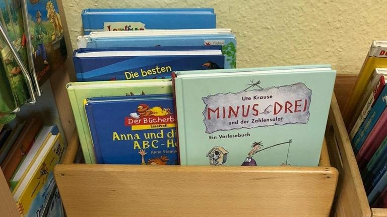 Ausstattung der Bücherei GS Lange Straße