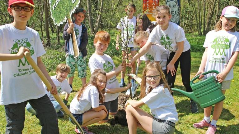 5.000 Bäume: Kinder machen Aschaffenburg grün