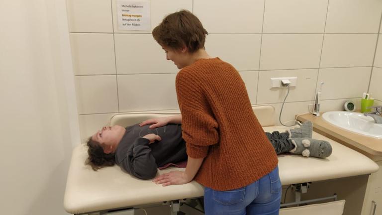 Mit Freude pflegen - durch die neue Pflegeliege!
