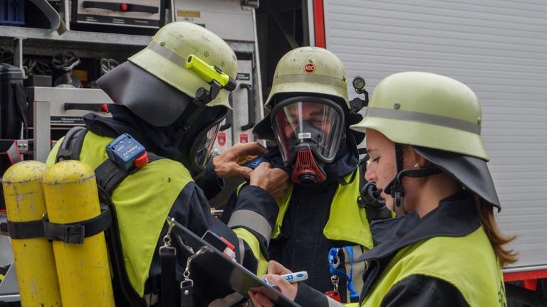 Neue Atemluftflaschen - Feuerwehr Altomünster
